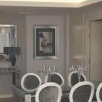 Iluminar el salón con complementos plata