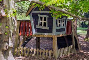 casitas de madera para niños via celere