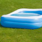 Las piscinas hinchables para chapoteos de pequeños y grandes