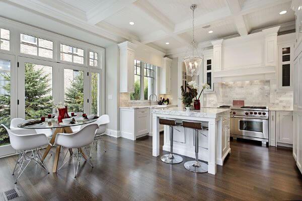 cocinas de madera y blanco